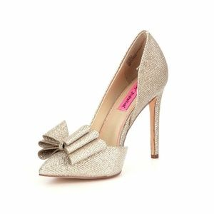 Gorgeous Betsey Johnson Prince d'Orsay Gold Pumps!